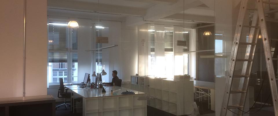 Büro Ganzglasanlage